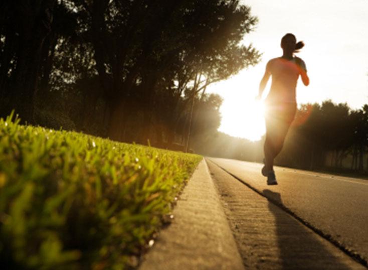 先吃早餐再晨跑,還是跑完再吃早餐?