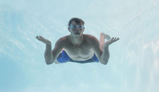 【游泳趣事】泳池有三寶:佔道、聊天、愛摸腳